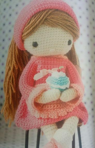 muñeca pastelera y su muffin de ganchillo