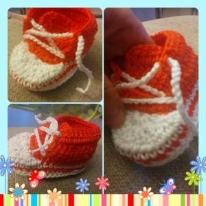 Patuco de crochet o ganchillo naranja tipo converse