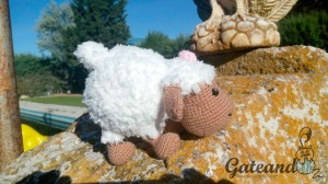 oveja de crochet con lana de pelo